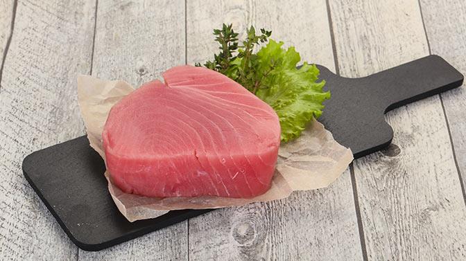 can pugs eat raw tuna